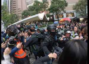 Scuffles break out between protesters and riot police in central Hong Kong [Video]