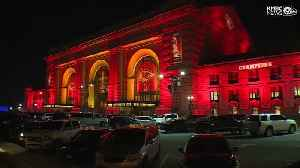 Union Station bathed in red and gold to celebrate Chiefs' Super Bowl trip [Video]