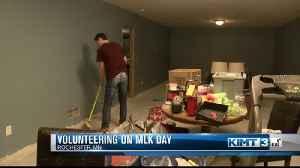 IBM employees spend MLK Day volunteering [Video]