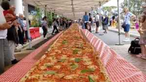 Enormous Pizza Helps Raise Money for Embattled Australian Firefighters [Video]