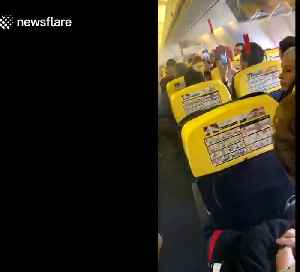 Ryanair flight from Romania to London- Horrific moment smoke fills cabin [Video]