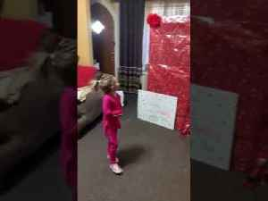 Soldier Comes Home From Deployment to Surprise Little Daughter to Give Her Early Christmas Present [Video]