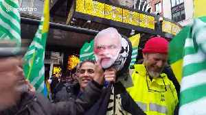 Kashmir solidarity demonstration sees protesters hit Modi mask with shoe [Video]