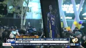 Fans gather outside Los Angeles' STAPLES Center to remember Kobe Bryant [Video]
