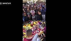 Heartbroken fans gather in Los Angeles Staples Center for Kobe's memorial [Video]
