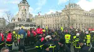 French firemen scuffle with police during Paris protest [Video]