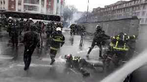 Parisian police forces clash with firefighters in intense protest over working conditions and pay [Video]