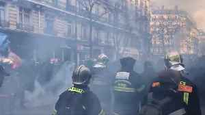 French firefighters scuffle with police during protest over working conditions [Video]