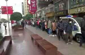 Hundreds queue for masks in Shanghai as virus spreads [Video]