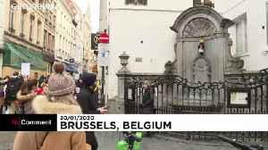 Manneken Pis: Brussels landmark dressed in Union Jack waistcoat ahead of Brexit [Video]