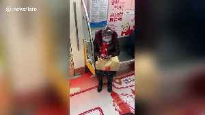 Chinese woman spotted covering head with plastic bottle on train during coronavirus outbreak [Video]
