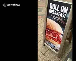 Man changes Greggs sign to say 'bacon cob' instead of 'roll' sparking debate over what it's actually called [Video]