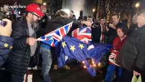 Brexit supporters thwarted by well-made EU flag that just wouldn't burn [Video]