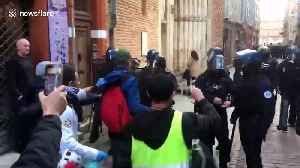 Toulouse police use tear gas on yellow vest protesters [Video]