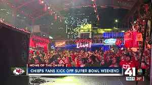 Chiefs fans pack Power & Light District to show support for the Chiefs [Video]