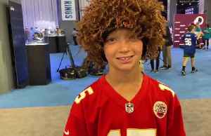 Football fans of all ages take part in the NFL Super Bowl Experience [Video]