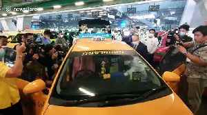 Thai airport staff disinfect taxis to help prevent spread of coronavirus [Video]