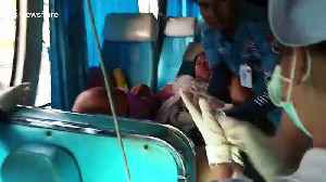 Driver and tourists help tour guide give birth on bus in Thailand [Video]