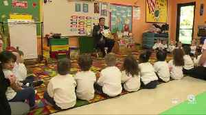 WPTV anchor Mike Trim gets students excited about reading [Video]