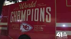 Victory parade buses en route to KC [Video]