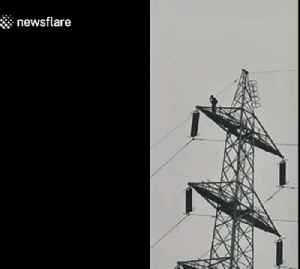 Indian police looking for 'Italian base jumper' who jumped off transmission tower [Video]