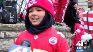 Young Chiefs fans caught up in excitement of Super Bowl parade [Video]