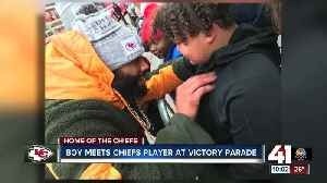 Chiefs' Jordan Lucas stops during Super Bowl parade to comfort crying boy [Video]