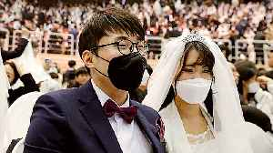 News video: Mass wedding in South Korea despite coronavirus fear