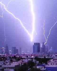 Breathtaking Lightning Strikes in Dubai [Video]