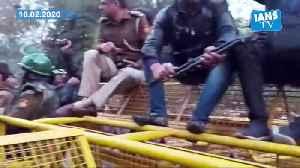 News video: Police urge Jamia protesters to maintain peace