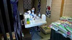 HK shop owner gives away masks amid shortages [Video]