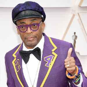 Spike Lee honors Kobe with his red carpet outfit [Video]