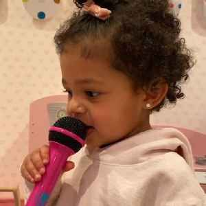 """Kylie's daughter sings """"rise and shine"""" [Video]"""