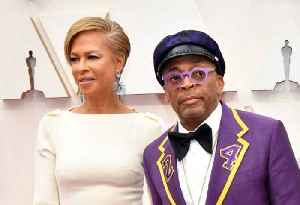 Spike Lee's fashion tribute to Kobe Bryant at the Oscars [Video]
