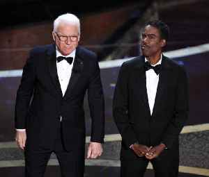 Steve Martin and Chris Rock joke Oscars went hostless because of Twitter [Video]