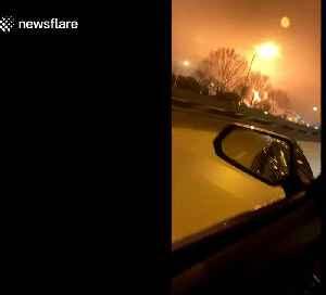 Fire erupts at ExxonMobil oil refinery illuminating Louisiana sky [Video]