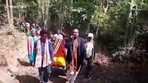 Locals rescue pregnant woman on makeshift stretcher in eastern India [Video]