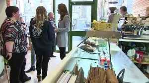 Kate makes chicken wrap during visit to Aberdeen cafe [Video]