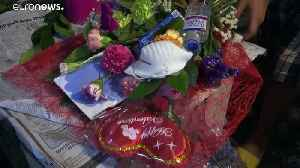 News video: Bouquet hopes to keep love not coronavirus in air this Valentine's Day