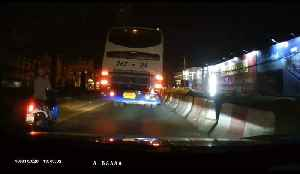 Bus Blinker Catches Fire in Rayong [Video]