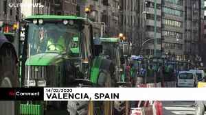 Angry spanish farmers invade Valencia [Video]