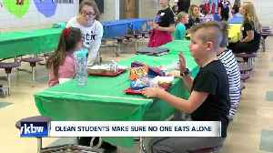 Olean middle school students make sure others don't eat lunch alone on Valentine's Day [Video]