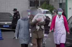 Family cured of coronavirus leaves Beijing hospital for home [Video]