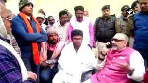 Giriraj Singh scolds Begusarai officer negligence in probing murder case [Video]