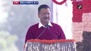 Arvind Kejriwal sings 'hum honge kaamyaab' at Ramlila Maidan [Video]