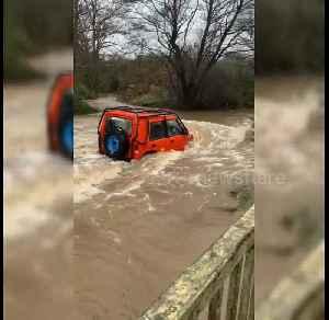 News video: Land Rover ploughs through Storm Dennis floods in Birmingham