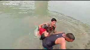 Brave soldier in India dives into river to rescue drowning woman [Video]