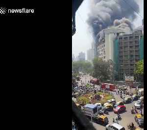 No one injured after massive fire breaks out at government building in Mumbai, India [Video]