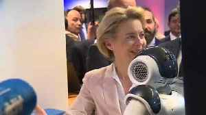 Von der Leyen meets robots ahead of AI strategy announcement [Video]