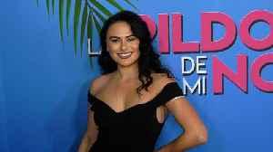"""Geraldine Moreno """"Las Pildoras De Mi Novio"""" Premiere Red Carpet Fashion [Video]"""